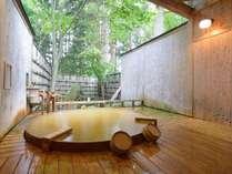 *【露天風呂/大樹の湯】樹齢380年以上と想定される樅の木を眺めてお入りいただけます。