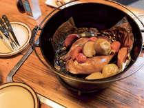 *【夕食一例】ダッチオーブン料理をメインに地元の新鮮の素材を使った料理をご用意いたします。