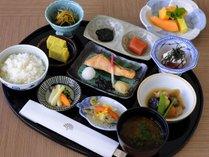 【ジ・アッタテラスゴルフリゾート】クラブハウス内レストランにて和朝食をお召し上がりいただけます。
