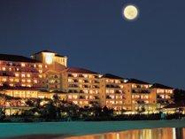 【外観】月夜に輝く海を眺めながら優雅なリゾートタイムを