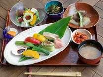 【大人のふたり旅】やんばるの畑人野菜寿司で素材の味を召し上がれ