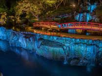 当ホテルに隣接する日本庭園『慧洲園』では武雄のあかり展としてライトアップイベントを開催中