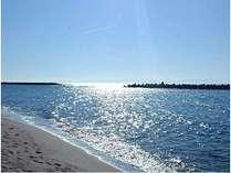 近くの青山海岸です。夕日の頃は、とても美しく、夏は海水浴客で賑わいます。