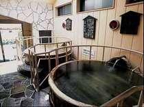 珍しい地元の酒樽を使ったお風呂。(大正浪漫 酒樽風呂)