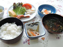 *【朝食一例】地元・鳴門産のワカメが入った味噌汁が美味