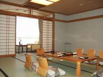 和室18畳の客室一例