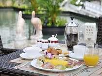 【テラスで朝食】メインプレートの卵料理はお好みの焼き方で。