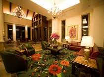 ホテル1階ロビー ご到着時・ご出発前などにごゆっくりお寛ぎ下さい。