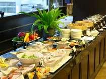 有機野菜をふんだんに使ったヘルシーな朝食ビュッフェをお召し上がり下さい。