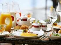 セミブッフェスタイルの優雅な朝食を