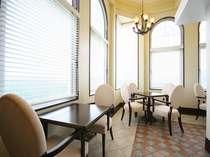 エグゼスフロアのクラブラウンジ 軽食・ドリンクのサービスをご用意しております。8:00~22:30