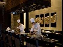ダイニング「天」にあるTeppanでは、こだわりの食材を使用した鉄板焼きを提供しております。