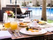 朝食はセミブッフェスタイル。メインプレートの卵料理はお好みの焼き方で。