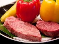 こだわりの県産豚、新鮮野菜、和牛フィレ、ロース肉等、国内産にこだわった鉄板焼きをお楽しみ下さい。