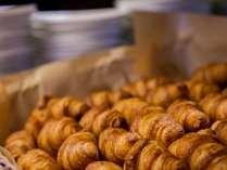 サックリ食感が人気のクロワッサン♪他にも様々な種類のパンがございます。