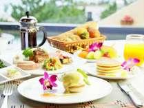 朝食のエッグベネディクトはEXESオリジナルのソースで仕上げたお勧めの一品。