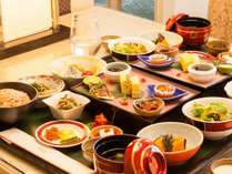 数量限定・ルームサービス可能な「沖縄 長寿朝食」でヘルシーな朝ごはん。