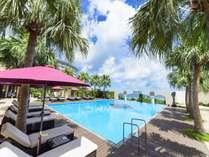 【ガーデンプール】宿泊者専用のガーデンプール。東シナ海を眺めながらのんびり過ごして