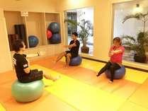 全身の筋肉のバランス強化とそれぞれの筋肉の協調性に優れています。低負荷の運動にも対応できます。