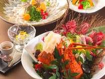 なるべく新鮮な地元食材に拘り、味だけではなく見た目にも総料理長のアイデアを。