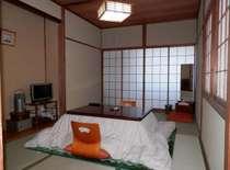 こたつがある冬季の和室一例