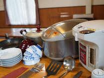 客室内には調理器具や食器もご用意しております!ゴミもそのまま置いて行ってOK