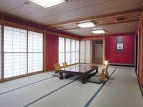 【扇の間】16畳和室+6畳のソファとテーブルの部屋