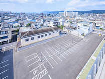 【駐車場】74台停められる大駐車場完備!!1泊1,000円