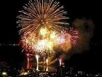 7月下旬から8月下旬まで毎日15分程花火が打ち上がります!!