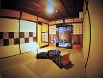 木音となり【四季】1階の専有庭付きの和室です。小さな坪庭は季節を感じる事ができます。