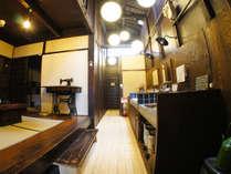 玄関から続く京町屋ならではの高い天井