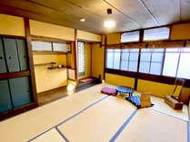 【となり】2階通り庭側の和室
