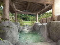 【貸切露天風呂/岩】「檜」・「岩」・「樽」の趣異なる3つの天然温泉貸切風呂。