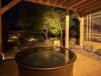 【貸切露天風呂/樽】風景とともにプライベート感覚で天然温泉を愉しむ。湯浴みの醍醐味をどうぞ。
