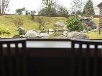 【夜食処】外の景色をご覧いただけるカウンター席がオススメです。