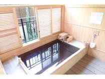 特別和洋室のみ、客室露天風呂が檜風呂になります。