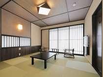 <檜の露天風呂付10畳和室>当館人気の客室。最大5名様までご利用可能。