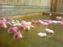 【露天風呂付客室でローズバス】都会の夜空とバラの香りにリラックス●大切な人とまったり過ごす至福時間♪