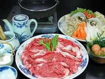 国産牛を使用したすき焼き。肉のうまみを存分にお楽しみ頂けます。