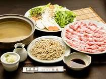 大分県産を中心とした「厳選もち豚」を美容効果があるといわれる蕎麦湯でしゃぶしゃぶ。