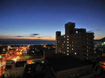 別府湾の夜明けとアネックス館