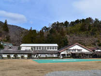 *外観/昔学校のあった敷地に建てた宿泊棟は、どこか懐かしく素朴な雰囲気が魅力!
