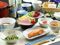 炊き立てご飯は自家製米!朝食にもデザートが付いてます♪