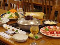 【はちぶせ鍋】キジの挽き肉の団子、鴨、猪の3種類のお肉から出た濃厚だし‥仕上げの生姜で体ぽかぽか♪