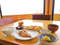 *ご朝食も眺めの良いレストランで♪海側は人気なのでお早めに♪,神奈川県,江の浦テラス