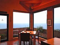 +相模湾が一望できるレストランです。