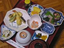 【ご夕食一例】 長期滞在の方も多い為、メニューは日替わりです※写真はイメージです
