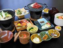 【ご夕食グレードアップ】牛肉の陶板焼きをメインとした四季彩の膳一例
