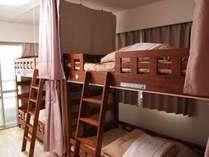 【男女共同ドミトリー/4人部屋】・無線、有線LAN接続いずれも可・カーテン・ベッドライト付き