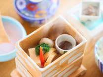 ≪朝食≫の一例。信州産野菜を温泉で優しく蒸したヘルシーな1品です。